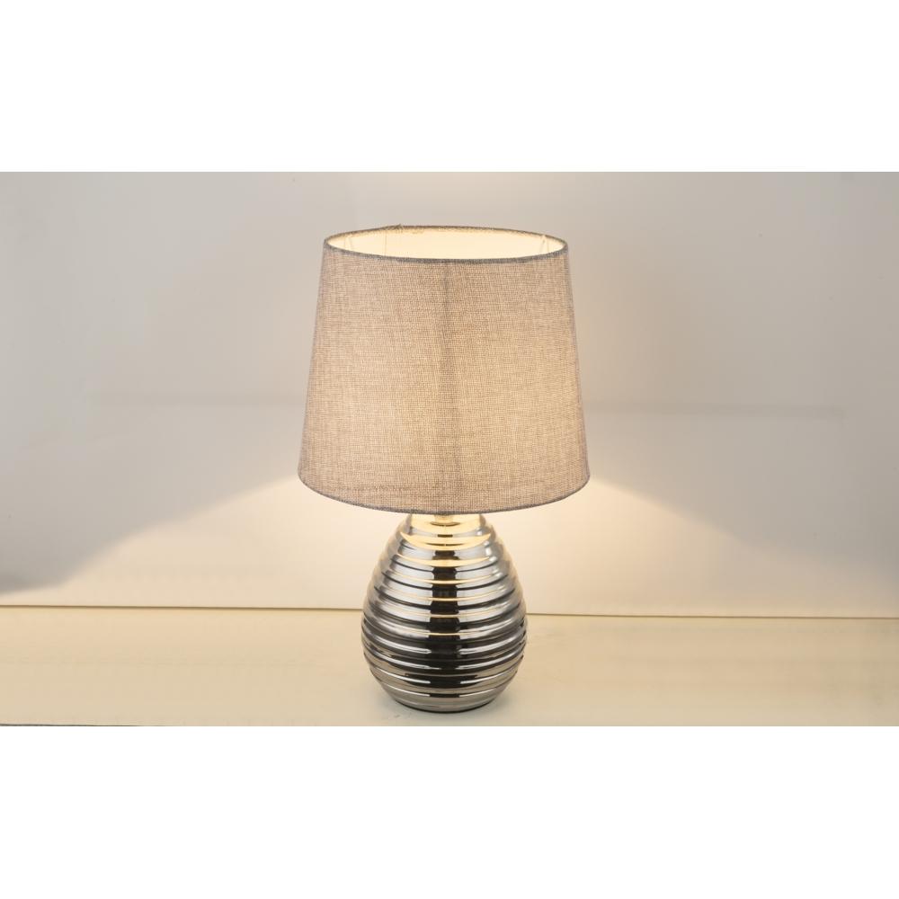 LED tafellamp grijze lampenkap chroom E27 fitting - lamp aan