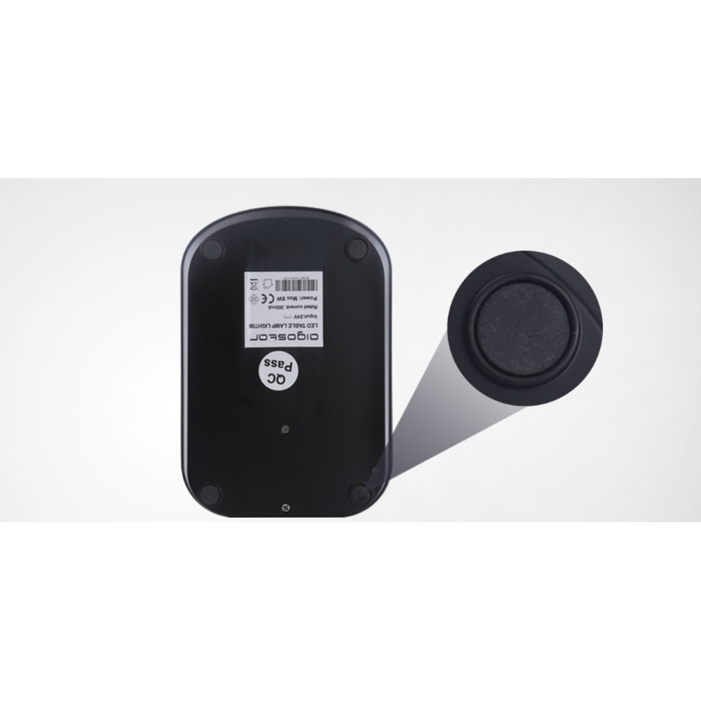 Anti slip pads onderkant van LED bureaulamp 8W zwart
