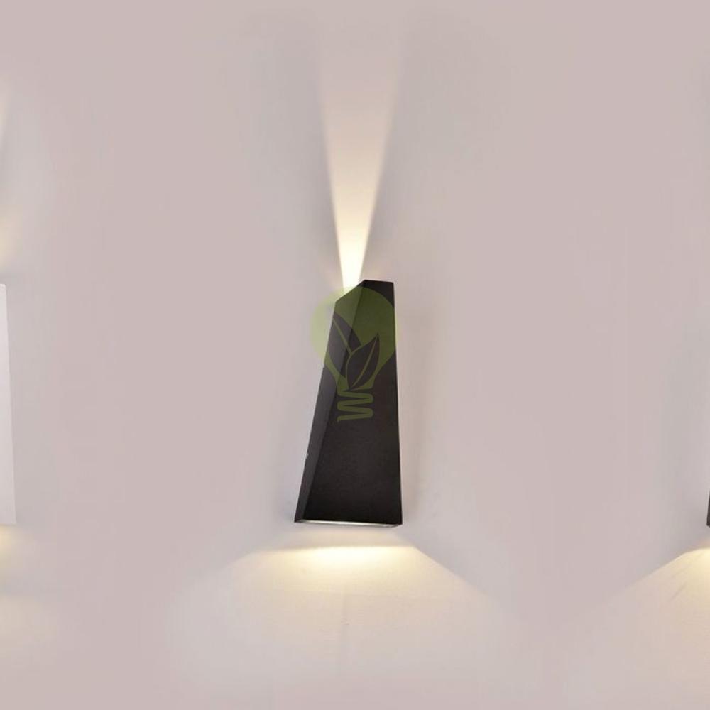 LED buiten wandlamp driehoek zwart up & down 6 Watt - 3000K - IP65 - Zwart - sfeerfoto