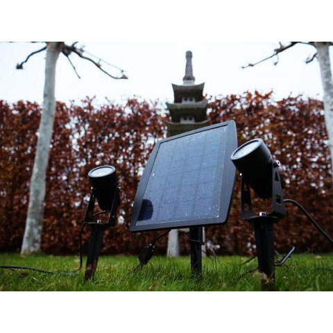 Solar grondspot met spies - aanzicht tuin