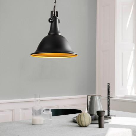 Industriele hanglamp zwart goud E27 fitting - sfeerfoto