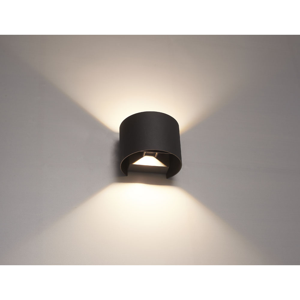 LED wandlamp buiten zwart 6Watt 3000K - warm wit - sfeerfoto onderkant