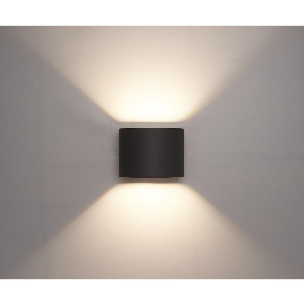 LED wandlamp buiten zwart 6Watt 3000K - warm wit - vooraanzicht sfeerfoto