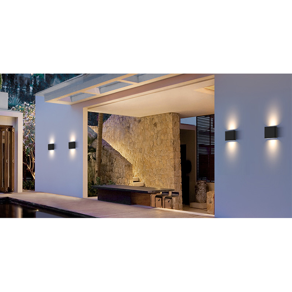 LED wandlamp grijs buiten CCT en dimbaar -sfeerfoto