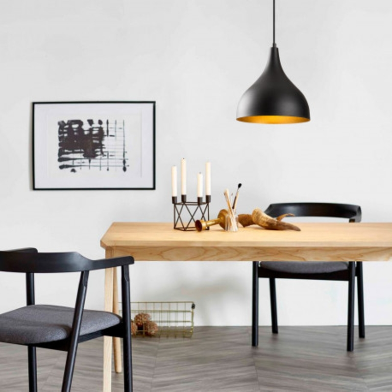Moderne zwarte enkele hanglamp industrieel sfeerfoto