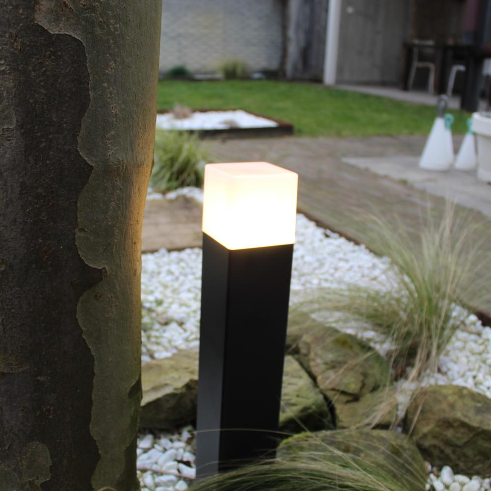 Moderne zwarte tuinpaal 50cm E27 fitting Oasis - vierkant - dimbaar - sfeerfoto 1