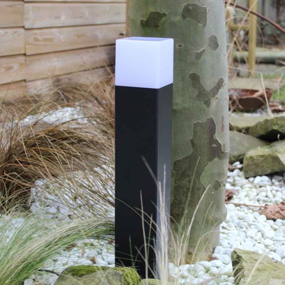 Moderne zwarte tuinpaal 50cm E27 fitting Oasis - vierkant - dimbaar - sfeerfoto tuin 5