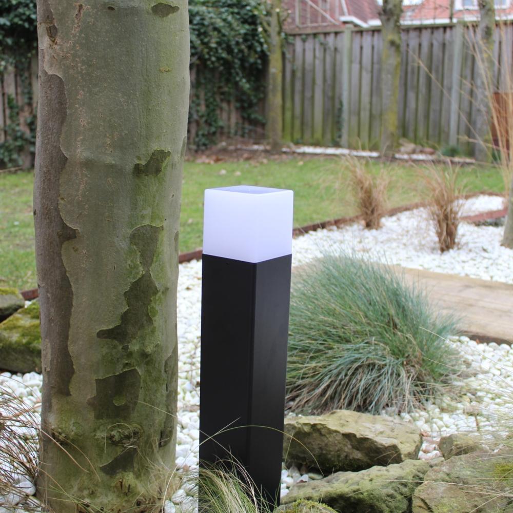 Moderne zwarte tuinpaal 50cm E27 fitting Oasis - vierkant - dimbaar - sfeerfoto tuin 7