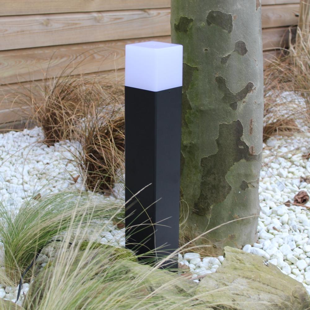 Moderne zwarte tuinpaal 50cm E27 fitting Oasis - vierkant - dimbaar - sfeerfoto tuin 8