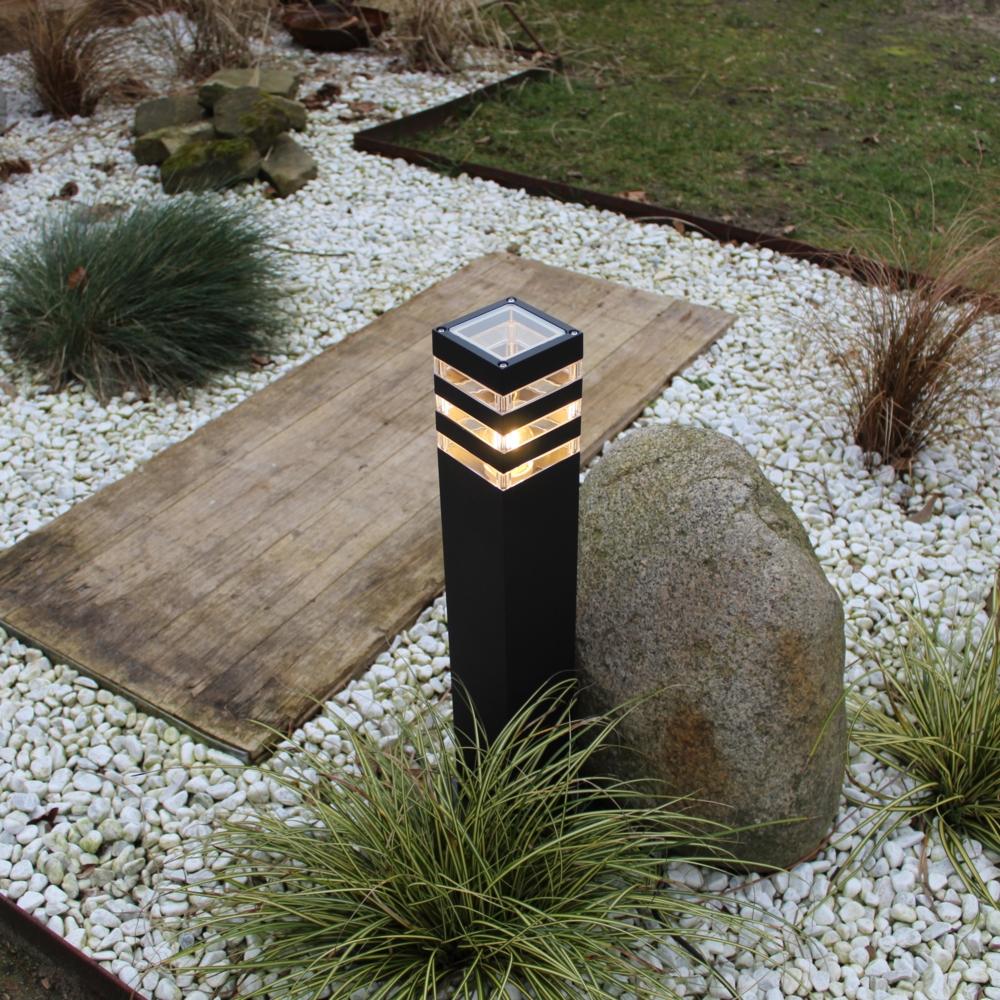 Moderne zwarte tuinpaal 51cm E27 fitting Valida - sfeerfoto tuin 2