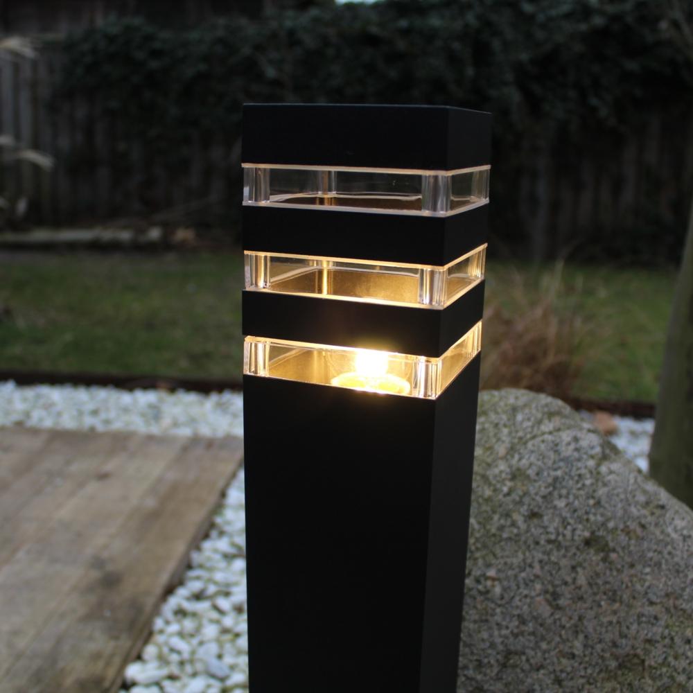 Moderne zwarte tuinpaal 51cm E27 fitting Valida - sfeerfoto tuin 3