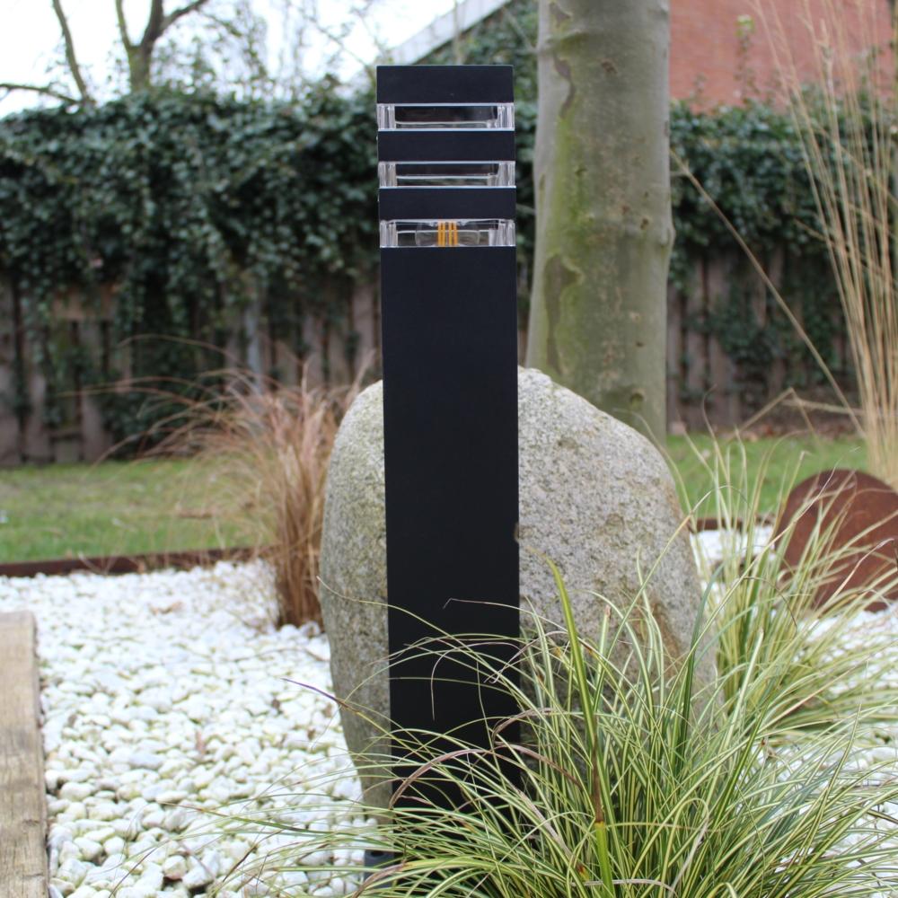 Moderne zwarte tuinpaal 51cm E27 fitting Valida - sfeerfoto tuin 6