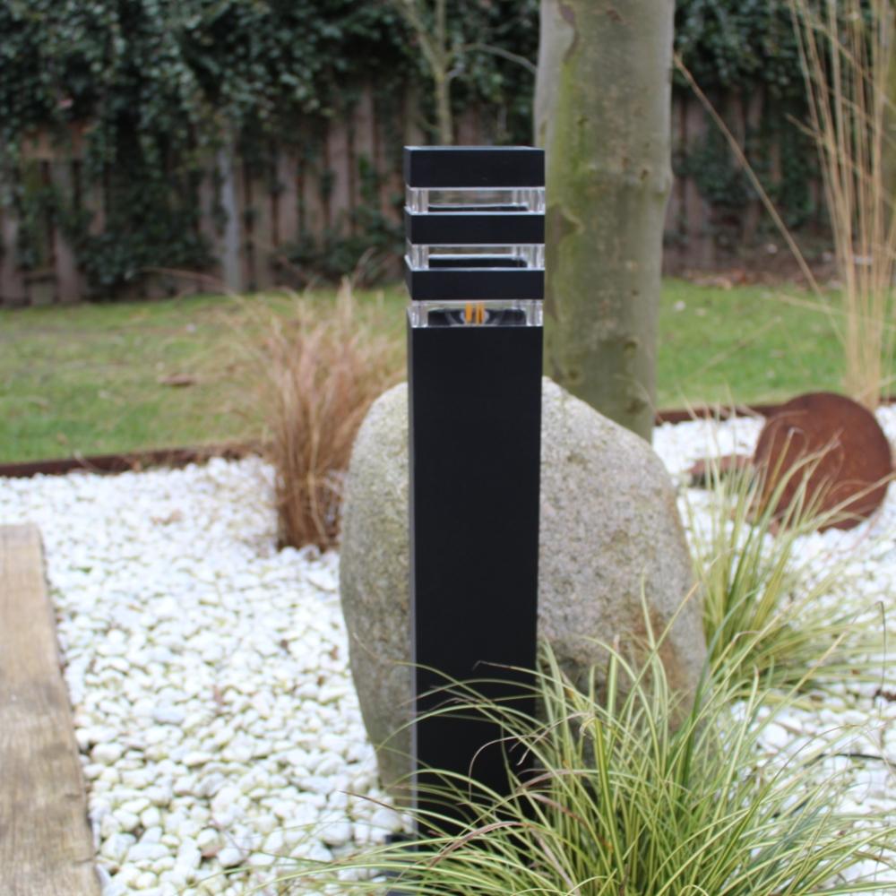 Moderne zwarte tuinpaal 51cm E27 fitting Valida - sfeerfoto tuin 7
