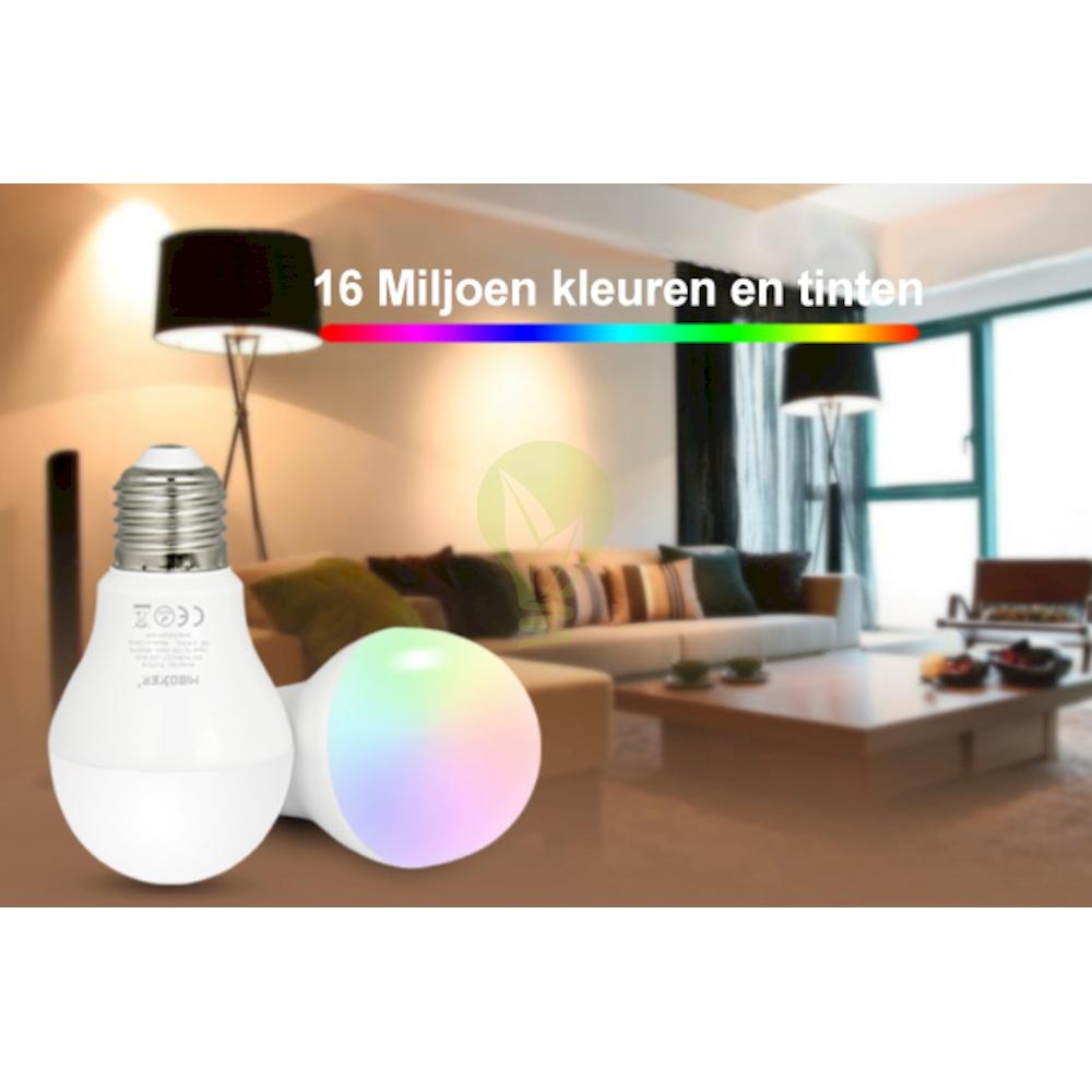 LED Lamp RGB en CCT grote fitting E27 dimbaar 6 Watt 550 lumen - lamp aan RGB verschillende kleuren