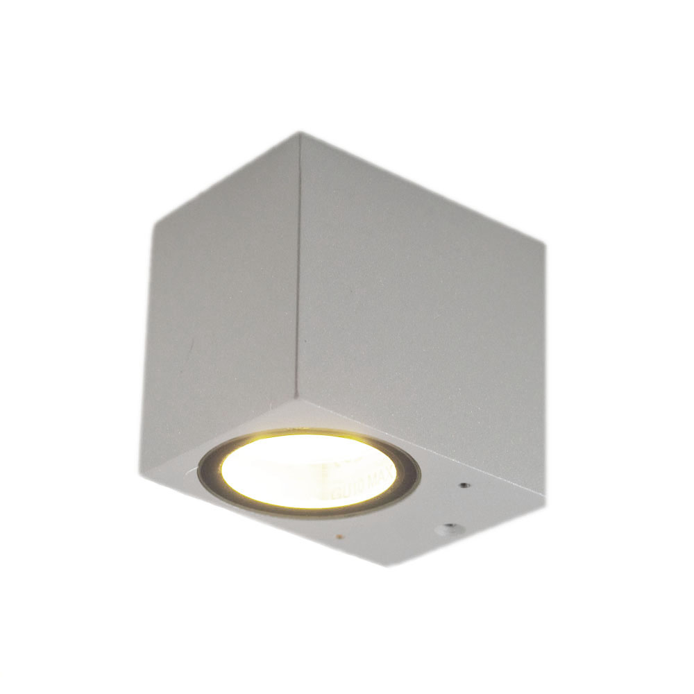 Buitenspot vierkant zilver san diego GU10 fitting - vooraanzicht lamp aan
