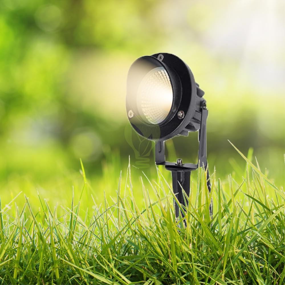 Grondspot met spies in het gras warm wit