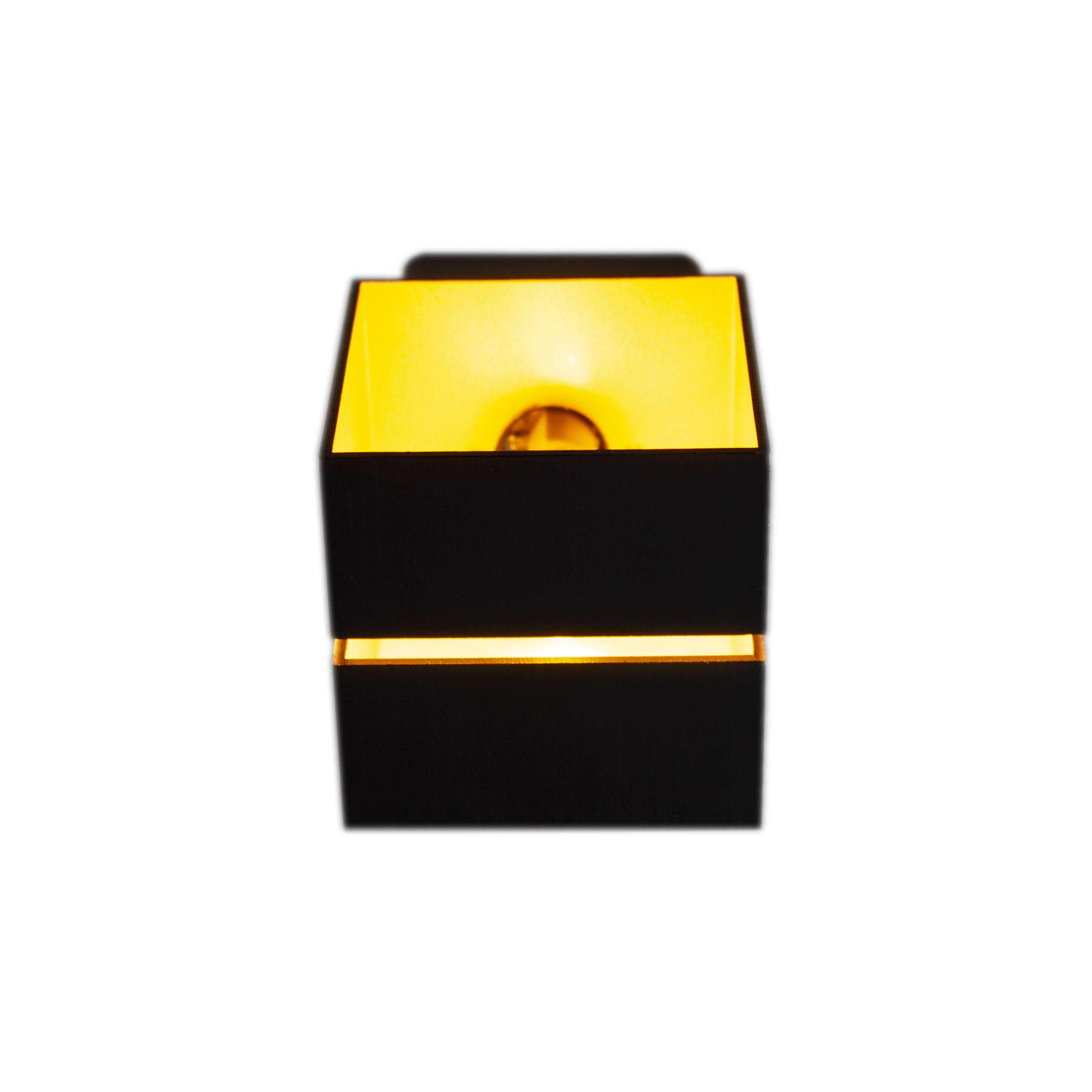 Led wandlamp vierkant zwart goud 2 keer G9 fitting - ip20 - vooraanzicht lamp aan