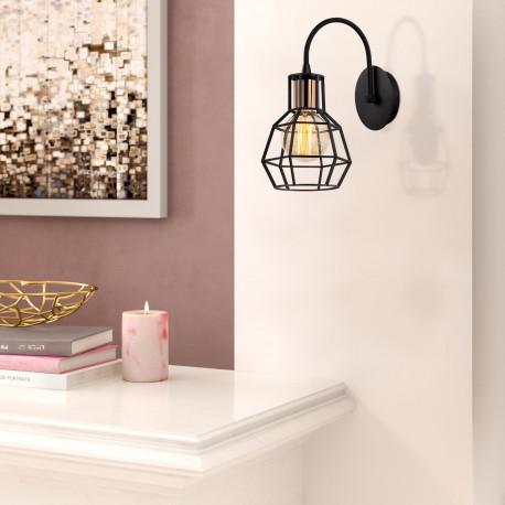 Industriële wandlamp met zwart metalen lampenkap - sfeerfoto